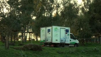 61-camion_entre_arboles